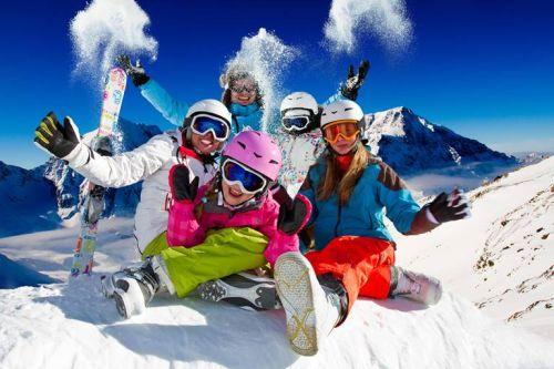 Rodinná lyžovačka blízko Bratislavy. Destinácie vhodné aj na krátku dovolenku.
