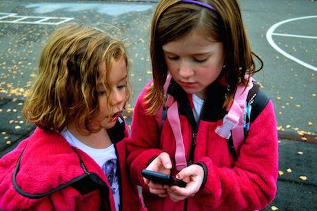 Dieťa a vlastný mobil. Jednoduché rozhodovanie?