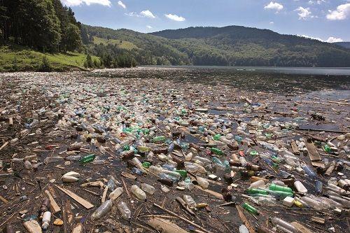 Vyhodíme milión plastových fliaš každú minútu