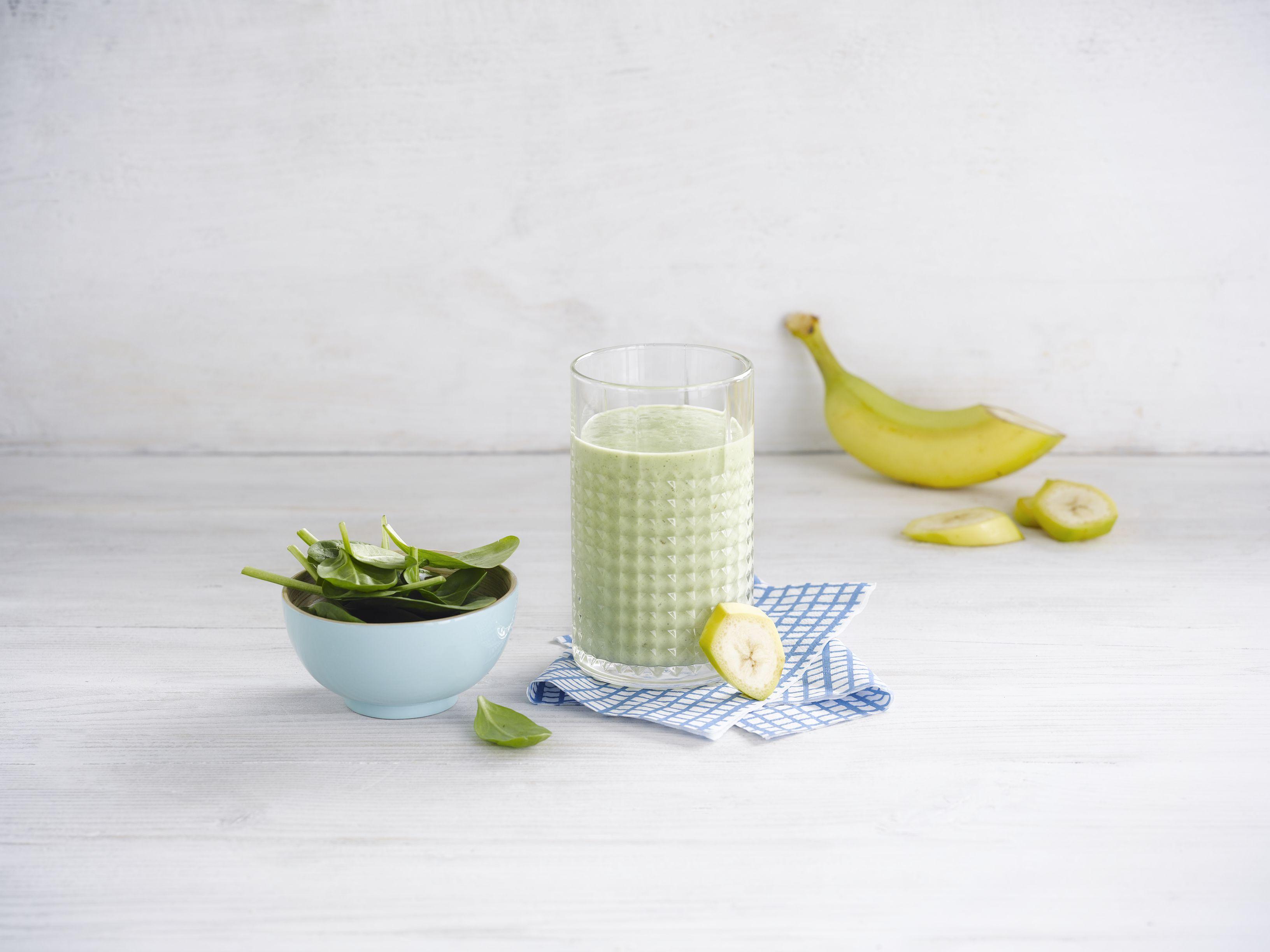 Jemné banánové smoothie so špenátom a avokádom