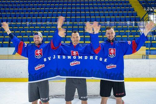 Chcete byť originálni pri hokejovom fandení? Oblečte sa do trojdresu Slovakia!