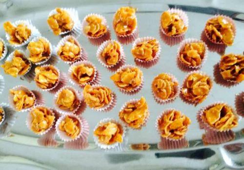 Karamelové guličky z kornflejksov