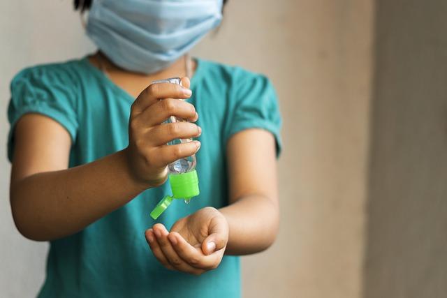 Dve rúška, teplomer pri hlave, hygienu si priplatíme - po novom do školy