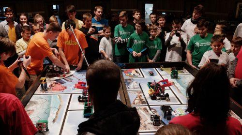 FLL - Keď súťažia roboty,  ktoré zostrojili deti