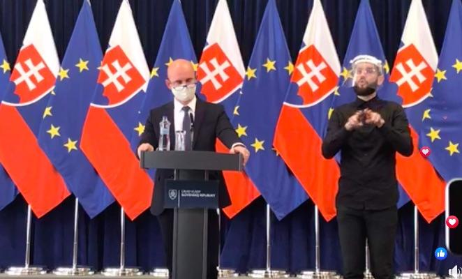 Minister školstva Grohling: Budeme sa snažit školský rok reálne zvládnuť.