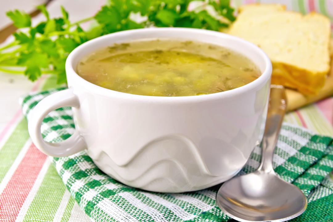 Zeleninová hrášková polievka s mrveničkou