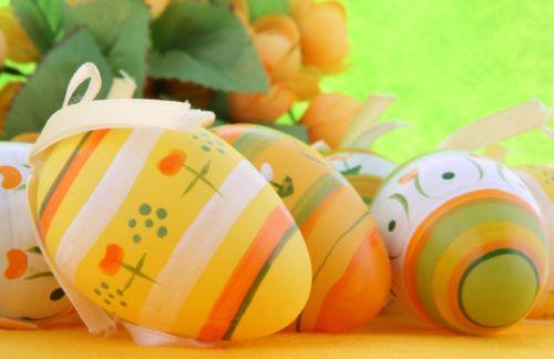 Veľkonočné ozdoby - saténové vajíčka a kraslice zdobené textilom