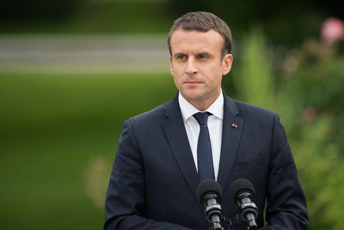 Pán Macron má pekného psa, ale žiadne dieťa