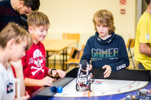 Odmena za vysvedčenie pre malých nadšencov techniky? Vezmite ich na First Lego League!