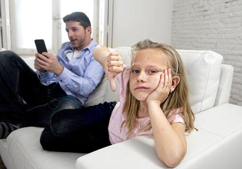 Ocino, odlož už ten telefón!