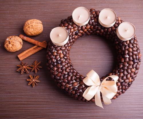 Netradičné adventné vence: z orechov, maku či kávových zrniek