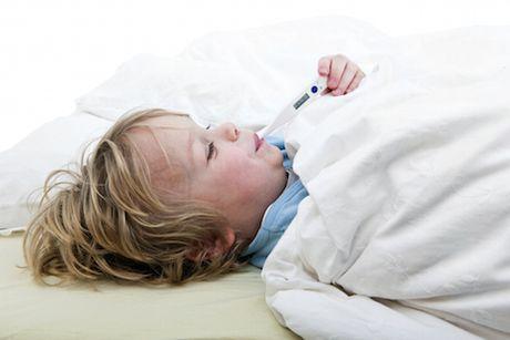Keď má dieťa teplotu a kašeľ, otestujú ho na koronavírus?