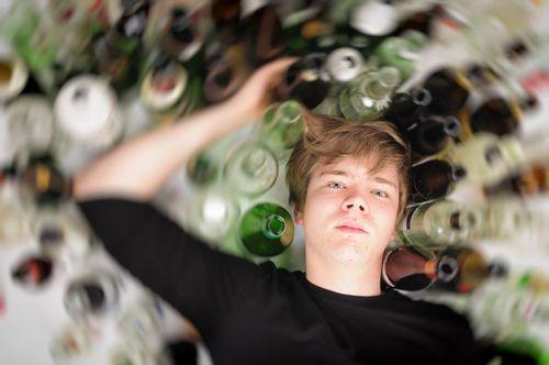 Aké tresty hrozia mladistvému, keď poruší zákaz pitia alkoholu?