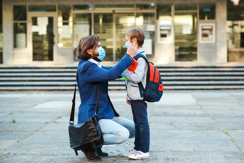 Môžem ísť bez testu odprevadiť dieťa do školy?
