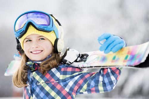 Bezpečne pri lyžovaní. Len prilba nestačí