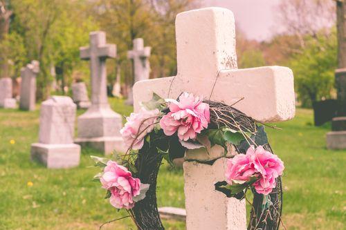 Nenahraditeľných sú plné cintoríny