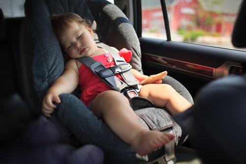 Čo robiť, ak vidím v rozhorúčenom aute zabudnuté dieťa?
