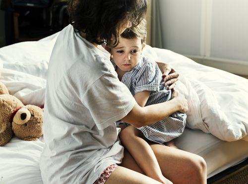 Keď sa dieťa bojí tmy a nechce ísť spať