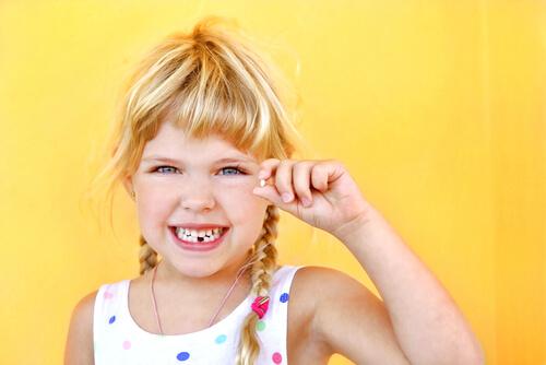 Výmena mliečnych zubov za trvalé.