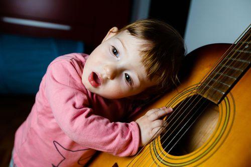 Na Slovensku sa každý rok narodí 200 nepočujúcich detí. Z 90% zdravým rodičom.