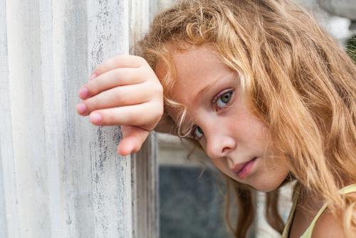 Desiatu mu zbalia, ale nikdy ho neobjímu. Čo sa stane deťom, ktoré nezažívajú lásku?
