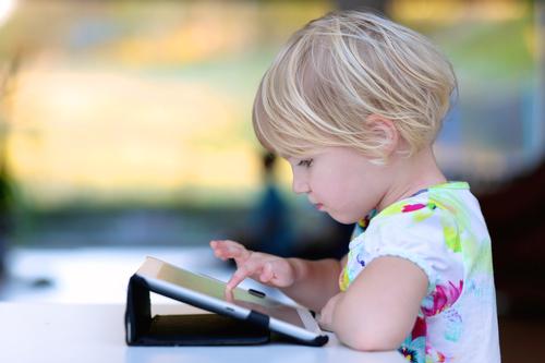 Slabé deti, slabé svaly: prečo dnešným prvákom robí problém písať rukou?