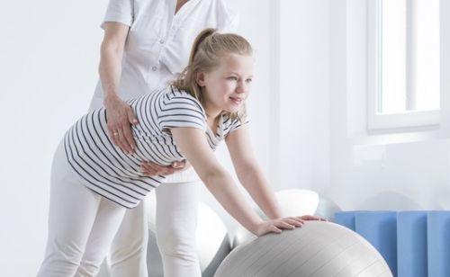 Aj školopovinné deti trápi bolesť chrbta