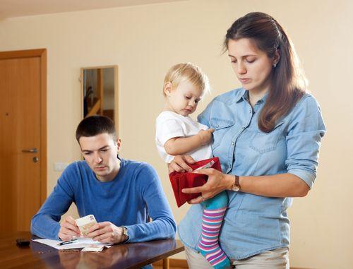 Rodičovský príspevok a jeden plat? Ako ušetriť?