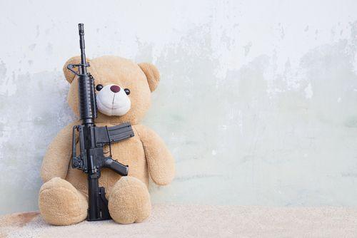 Sú vojenské hračky ešte hračkami ?