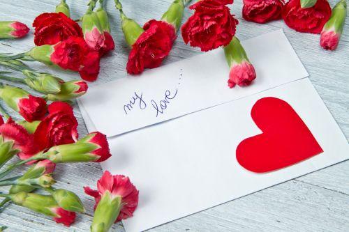 Neposielajme povrchné sms-ky. Čo tak napísať ľúbostný list?