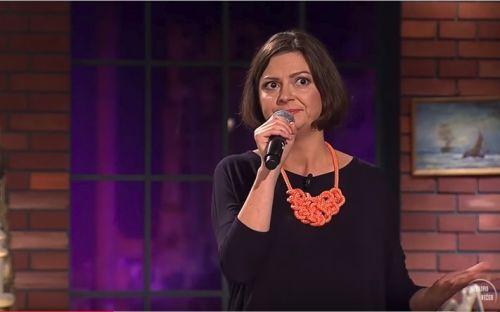 Stand up v Neskoro večer: Lujza Schrameková