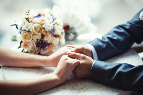 Svadba na úrade. Čosi málo o papierovačkách