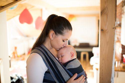 """Prečo nám po pôrode trčia bruchá a prečo """"šatkovanie"""" bruchu nepomáha"""