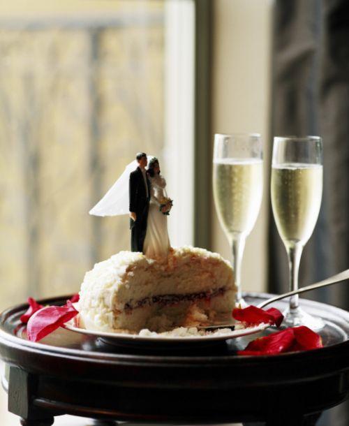Ako na zasadací poriadok pri svadobnom stole: nebojte sa experimentovať!
