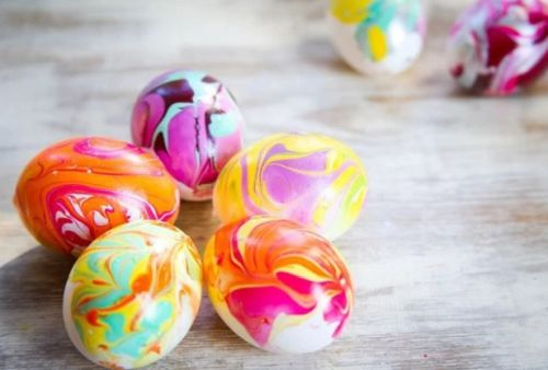 5 tipov na farbenie a zdobenie veľkonočných vajíčok